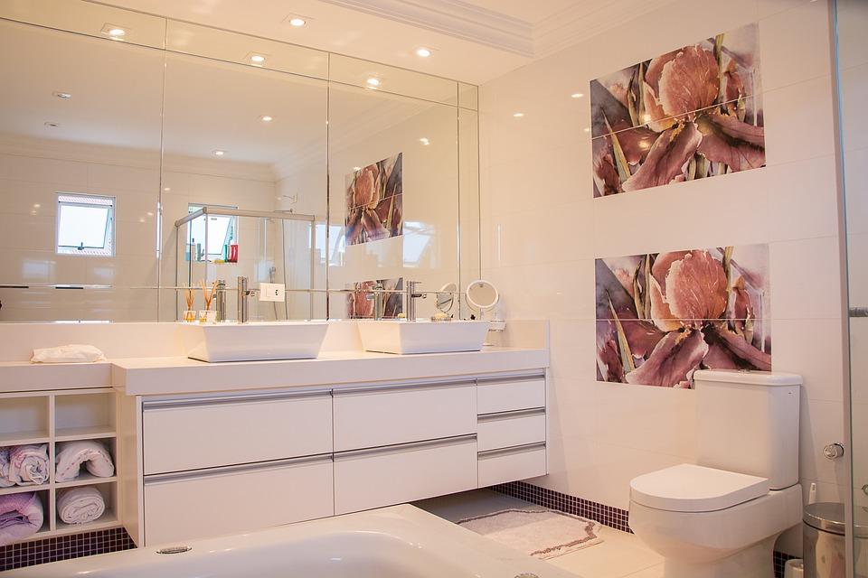 Como conseguir un cuarto de baño más grande tusmamparas valencia